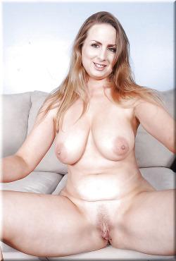 mes seins et mon cul de cougar pour jeune mec 062