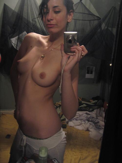Femme nue en photo exhibe sur le 95