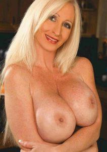 Femme sexy toute nue sur le 62
